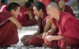 Tibet - debatendo monges - monastério dos soros fotografia de stock