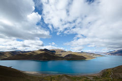 Tibet: lake yamdrok yumtso Stock Photos