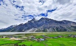 Tibet landskap fotografering för bildbyråer