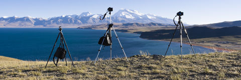 Tibet: mount naimonanyi and lake mapham yumtso. Tripods in front of mount naimonanyi (or gurla mandhata) and lake mapham yumtso (or Manasarovar), burang, tibet Stock Image