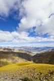 Tibet: plateau terrain Stock Images