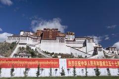 Tibet - Potala slott royaltyfria bilder