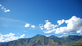 Tibet scenery. The most common Tibet scenery, blue sky, white clouds, the castle peak Royalty Free Stock Photos