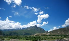Tibet scenery. The most common Tibet scenery, blue sky, white clouds, the castle peak Royalty Free Stock Images