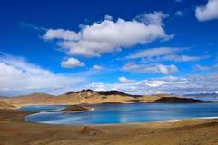 Tibet Yamdrok sjö Yangzhuoyongcuo för berg för sjösnö royaltyfri fotografi