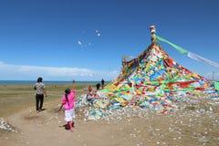 Tibetaanse bedevaart bij Qinghai-Meer in 2015 Stock Fotografie