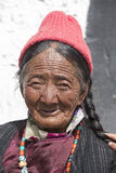 Tibetaanse Boeddhistische oude vrouwen in Hemis-klooster Ladakh, Noord-India Royalty-vrije Stock Foto
