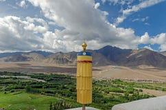 Tibetaanse het bidden voorwerpen binnen van het Klooster, Jammu en Ka van Spituk royalty-vrije stock foto