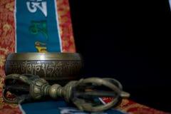 Tibetaanse zingende kom en vajra Stock Afbeeldingen