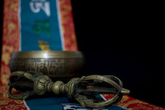 Tibetaanse zingende kom en vajra Royalty-vrije Stock Foto