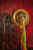 Tibetan buddistisk kloster för dörrhandtag arkivbilder