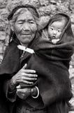 Tibetan kvinna och barn Royaltyfri Bild