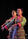 Tibetan kvinnadans Arkivfoto