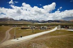 Tibetan lantlig by Arkivfoto