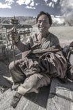 Tibetan man - den Yambulagang kloster - Tibet Royaltyfria Foton