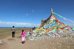 Tibetan pilgrimage at Qinghai Lake in 2015 Stock Photography