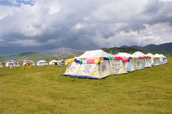 Tibetan tent met bewolkt royalty-vrije stock afbeeldingen