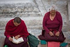 Tibetan women monk praying at the Boudhanath Stupa Stock Photos