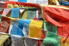Tibetana bönflaggor Arkivfoto