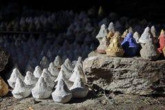 Tibetana ceremoniella statyetter Tsa-Tsa Arkivbilder