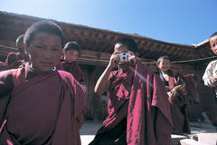 Tibetana monks Arkivfoto