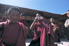 Tibetana monks Arkivfoto