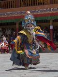 Tibetanische buddhistische Lamas in den mystischen Masken führen einen Ritual-Tsam-Tanz durch Hemis-Kloster, Ladakh, Indien Lizenzfreies Stockfoto
