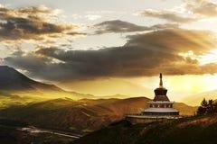 Tibetanische buddhistische weiße Pagode Stockbild