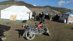 Tibetanische Ladenbesitzer an Bowa-Berg, Sichuan Lizenzfreies Stockfoto