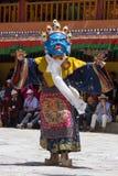 Tibetanische Lamas kleideten in mystischem Maskentanz Tsam-Geheimnis in der Zeit des buddhistischen Festivals bei Hemis Gompa, La Lizenzfreie Stockbilder