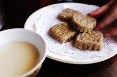 Tibetanischer Buttertee und Tsampa Stockfotos