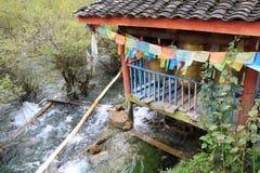 Tibetanisches Dorf in Nationalpark Jiuzhaigou Lizenzfreies Stockbild