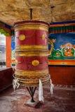 Tibetant buddistiskt bönhjul, Ladakh arkivbilder