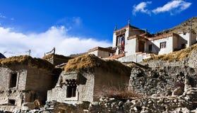 Tibetant traditionellt hus i den Rumback byn, Ladakh, Indien Fotografering för Bildbyråer
