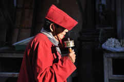 Tibetant vallfärda i Lahsa Royaltyfri Bild