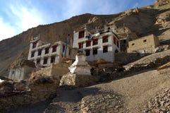 Tibetian stupa u. Häuser in Ladakh Lizenzfreies Stockfoto