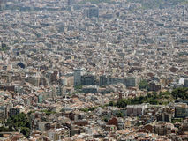 从Tibidabo山的巴塞罗那全景 库存照片