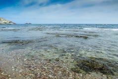 Tibuda海岛和波浪和岩石 库存照片
