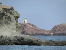 Tibuda海岛和波浪和岩石 免版税库存图片