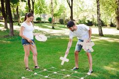 Tic Tac palec u nogi gra Gra na zielonej trawie zdjęcia royalty free