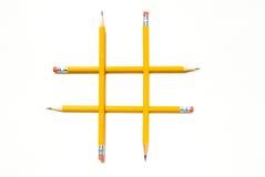 Tic-Tac-Zehe Symbol mit gelben Bleistiften Stockbilder