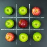 Tic tac-Zehenspiel mit Äpfeln Lizenzfreie Stockbilder