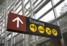Ticketing o sinal no aeroporto de Seattle Foto de Stock Royalty Free