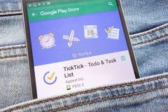 TickTick - l'appli de Todo et de liste des tâches sur le site Web de Google Play Store montré sur le smartphone caché dans des je images libres de droits