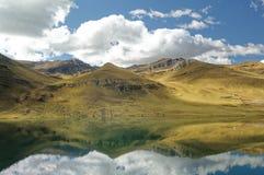 Ticlio Peru: höglands- sjö _ arkivbild
