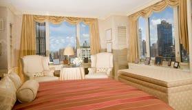 Ático Nueva York de la habitación de dormitorio principal Imágenes de archivo libres de regalías