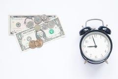 Tid är pengar som sparar pengar från mynt till räkningar som sparar pengar Royaltyfria Bilder