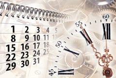 Tid begrepp med klockan och kalendern Arkivbilder