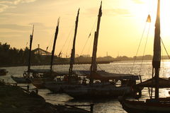 Tid för fjärd för ancol för solnedgångIndonesien strand guld- Arkivfoto