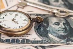 Tid och pengarbegreppsbild - gammalt silverfack Royaltyfria Foton